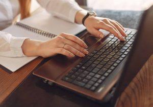 Choisir un opérateur de saisie freelance les critères à considérer
